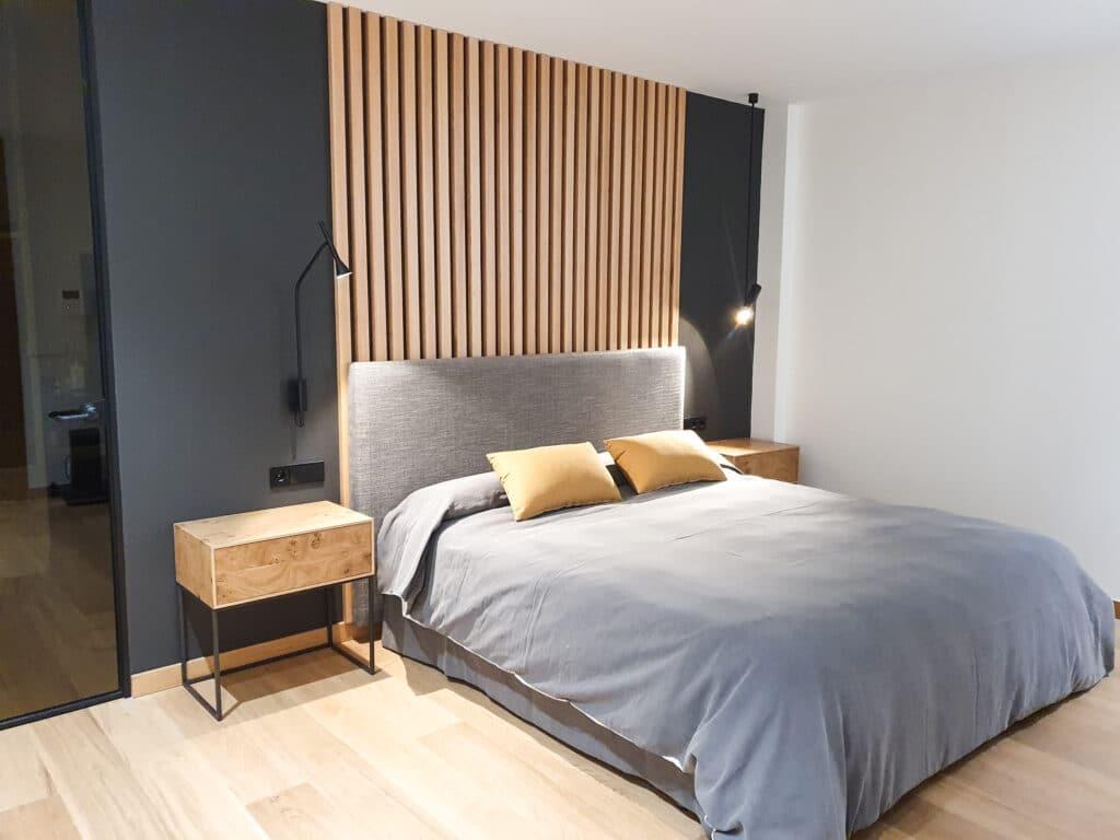 dormitorio paneles roble